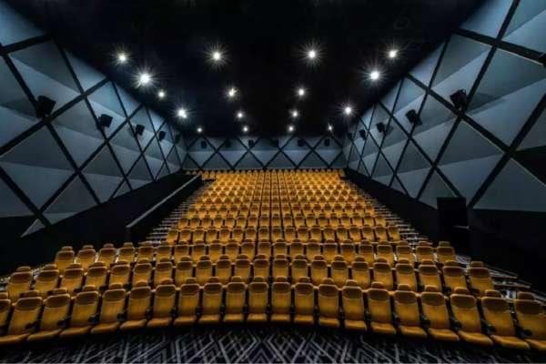 """观影人次持续下滑,我们还需要""""电影票自由""""吗?"""