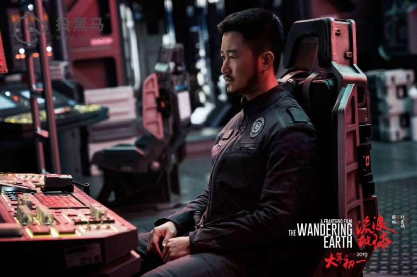 《流浪地球》已回本,吴京到底能赚几个亿?